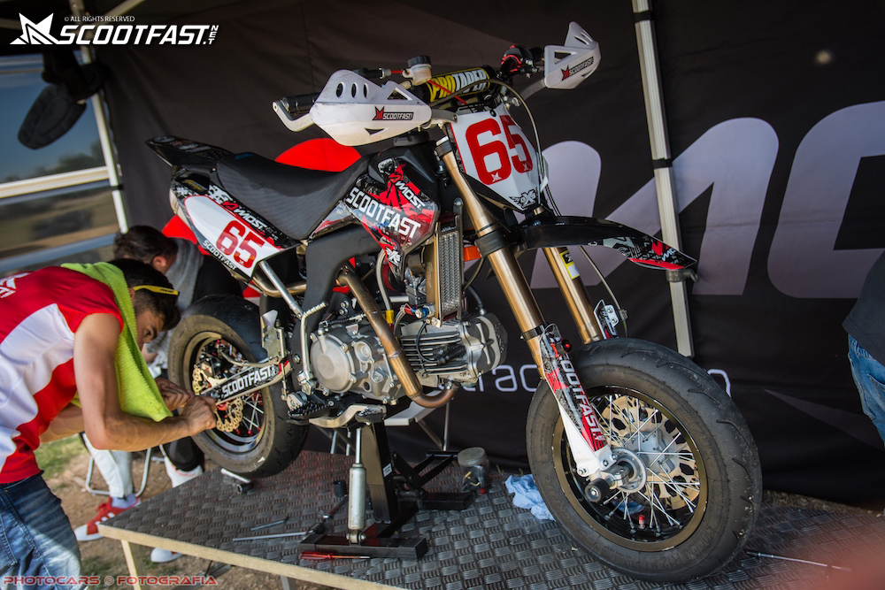 Pitbike scootfast aux stands