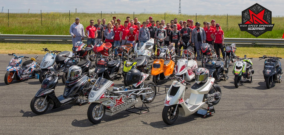 Photo de groupe du team scootfast au complet